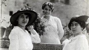 Asszonyok életmeséi: Menyasszonyi ruha