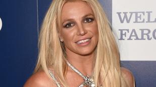 Ön látta már Britney Spearst, ahogy a melleit markolássza?
