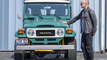 Tom Hanks az egyedi Toyotáját is eladja