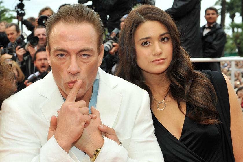 Jean-Claude Van Damme 30 éves lánya melltartó nélkül fotózkodott: szexi képek készültek Biancáról