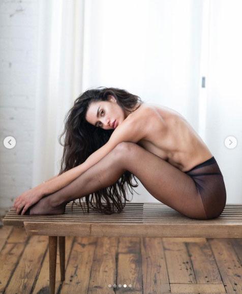 Bianca Instagram-oldalán osztotta meg a dögös fotókat.