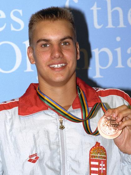 1992-ben a barcelonai olimpián bronzot nyert 200 méter vegyesen, Atlantában már aranyat akasztottak a nyakába.