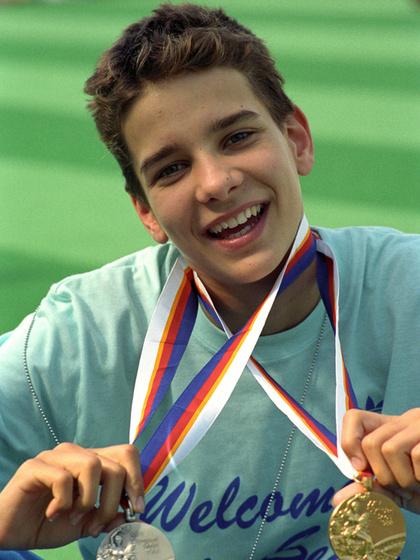 Egy ezüstöt és egy aranyat nyert 1988-ban a szöuli olimpián. Később még négy olimpiai aranyat úszott.