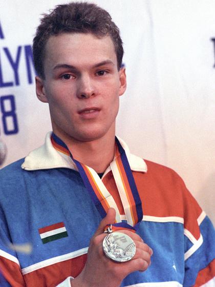 Az 1988-as szöuli olimpián 100 méter mellen ezüstöt nyert, Atlantából 200 mellről újabb ezüstöt hozott haza.