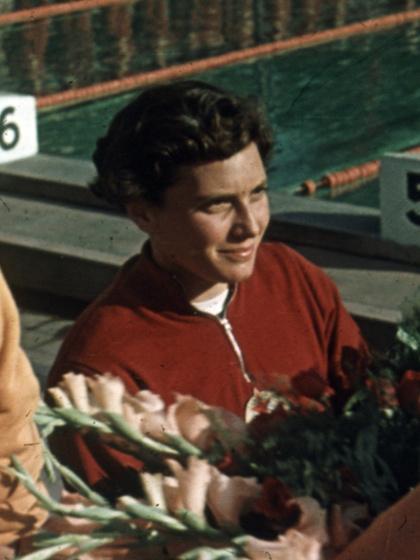1952-ben Helsinkiben 200 méter mellen aranyat szerzett, négy évvel később Melbourne-ben ugyanebben a számban ezüstöt.