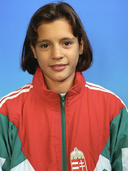 15 évesen és 10 naposan szerzett Atlantában 200 méter mellen ezüstöt, Sydney-ben ugyanebben a számban aranyat.