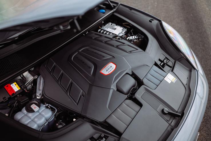 4,0 literes, biturbó V8-as 640 lóerővel és 850 Nm nyomatékkal