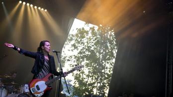 Itt a vége: leteszi a hangszert az ország legmenőbb női basszerosa