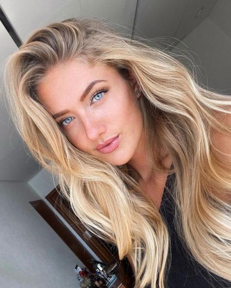 Alica Schmidt gyönyörű, kék szemeivel bárkit megigéz.