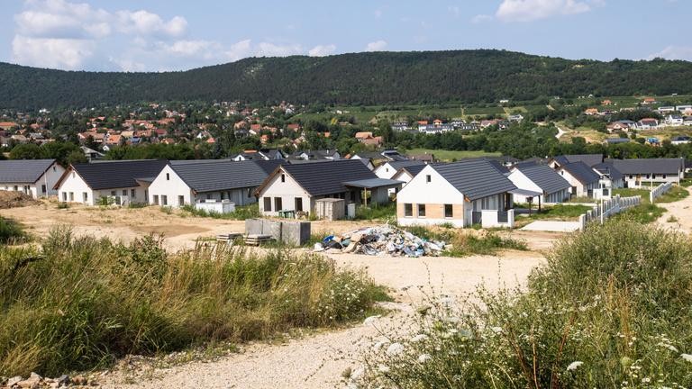 Tízmilliókat fizettek a lakóparki csodákért, ház helyett pereket kaptak