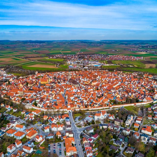 15 millió éves, óriási meteoritkráterben fekszik a bájos kisváros: a középkori Nördlingen apró gyémántokkal van tele