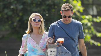 Paris Hilton első gyermekét várja