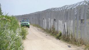 Gázspray-vel fújták le a határőröket Ásotthalomnál