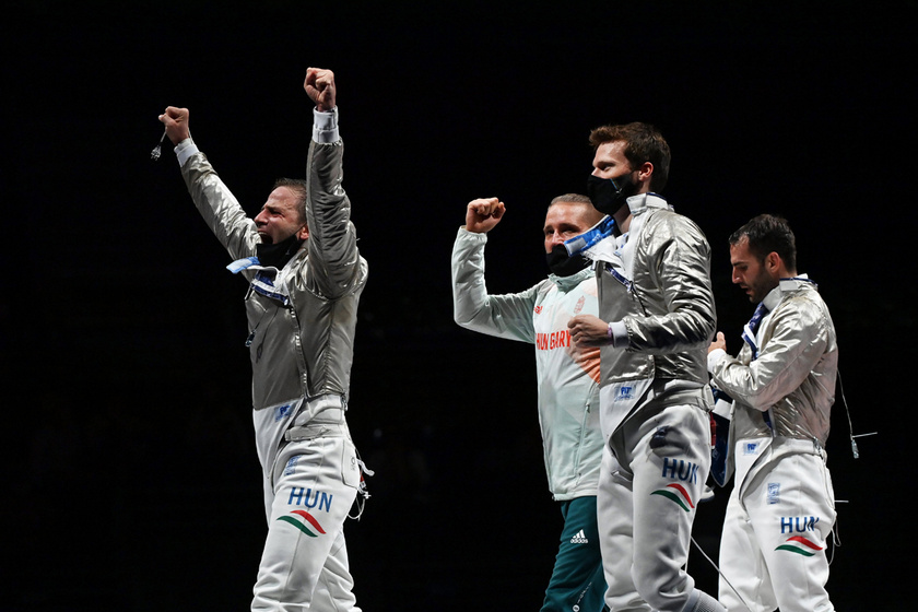 A bronzérmes magyar kardcsapat, Szilágyi Áron, Szatmári András, Gémesi Csanád és Decsi Tamás a férfi kardozók csapatversenyének bronzmérkőzése, a németekkel vívott küzdelem után.