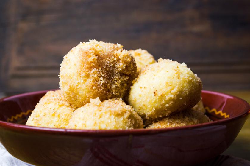 Remegős grízes túrógombóc egyszerűen: a tésztája pillekönnyű