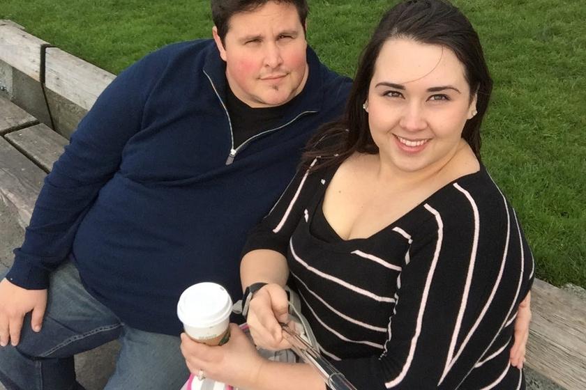 Dustin nem csak a babvállalás miatt döntött az életmódváltás mellett. A közel 200 kilós férfinak az orvos azt mondta, ha fél éven belül nem ad le a tetemes súlyfeleslegéből, meghalhat. A 37 éves férfi már a cipőfűzőjét sem bírta bekötni, éjszaka pedig gyakran tapasztalt nehézlégzést.