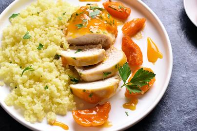 Puha csirkemell sárgabarackkal sütve – Chilitől lesz pikáns a szósz
