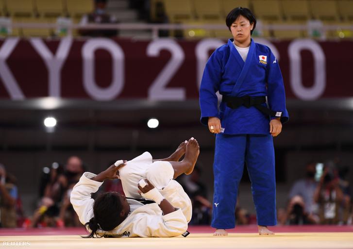 Madeleine Malonga és japán ellenfele Hamada Shori