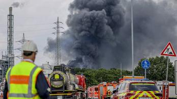 Újabb három holttest került elő a leverkuseni vegyipari gyárban történt robbanás helyszínén