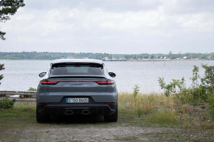 Egész nyugodt hely Gotland, amíg meg nem érkezik valami olyan, mint a Cayenne Turbo GT