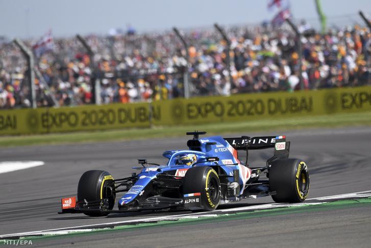 Fernando Alonso, az Alpine spanyol versenyzője a Formula–1-es autós gyorsasági világbajnokság Brit Nagydíján, a silverstone-i pályán 2021. július 18-án