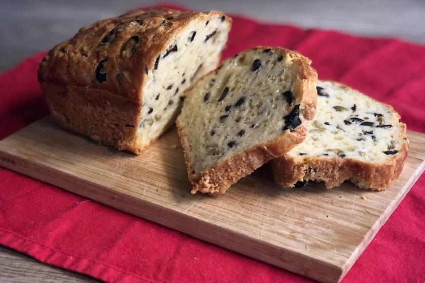 olívás-sajtos kenyér