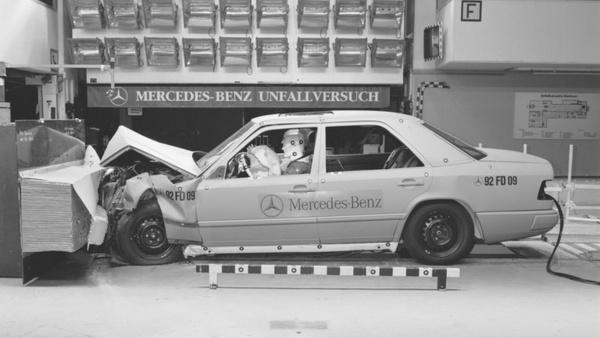 W124 törésteszt