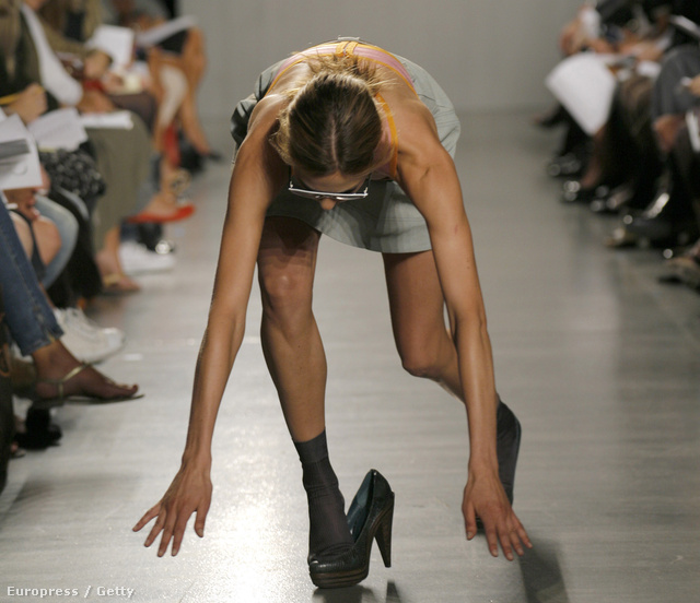 2006., New York, Proenza Schouler divatbemutató, a modell neve Elise Crombez