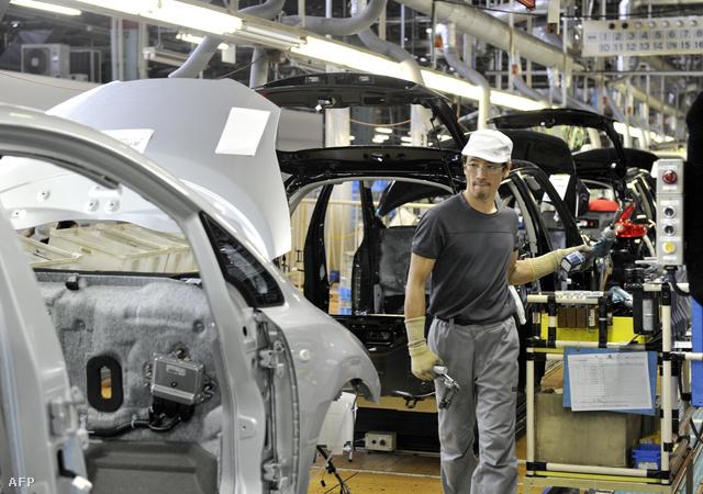 Leaf típusú gépkocsik készülnek a Nissan jokuszukai üzemében