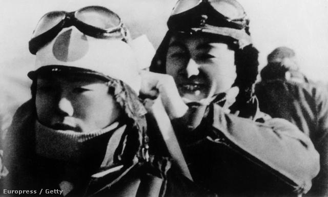 Japán pilóták készülnek bevetésre
