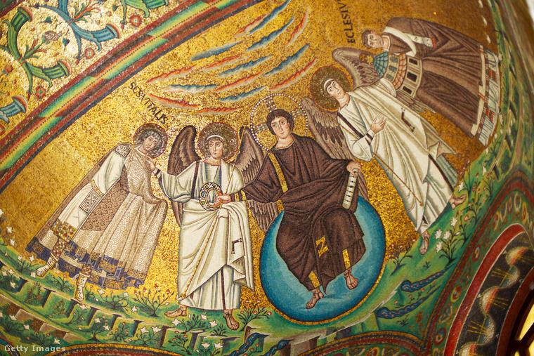 """""""Egyedül akarta megnézni a híres bizantin mozaikokat, Ravenna legfőbb nevezetességeit, mert most már tudta, hogy sok dolga van, amit Erzsivel nem oszthat meg, és ez is azok közé tartozott"""
