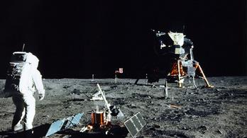 Még mindig odafönn keringhet az első amerikai holdraszálló egység
