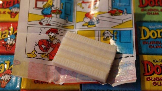 Donald rágógumi papírok