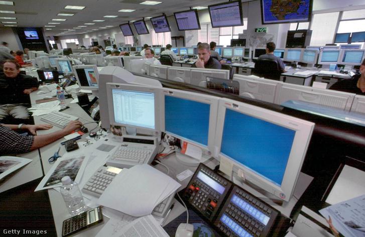 Az Enron munkatársai a cég houstoni irodájában 2001. október 15-én