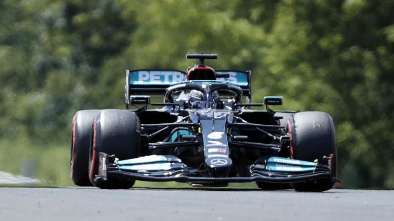Őrület a Hungaroringen: Ocon vezet Vettel előtt