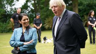 Speciális, félrevezető honlappal tántorítaná el a bevándorlókat a brit belügyminisztérium
