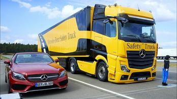 Teherautós részlege 35%-át tartaná meg a Mercedes