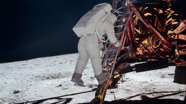 A Hold körül keringhet az Apollo 11 felszállóegysége