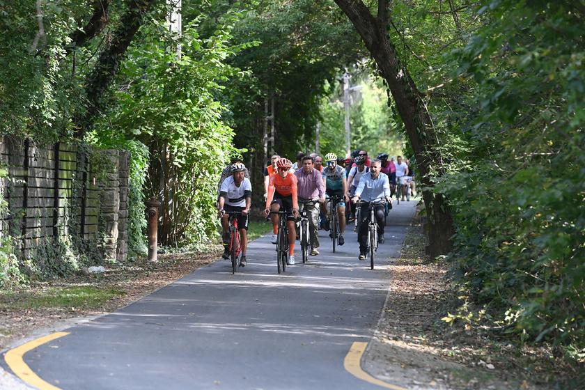 Gyönyörű kerékpárút visz Budapestről a Dunakanyarig: strandolhatsz is a pár kilométeres túra során
