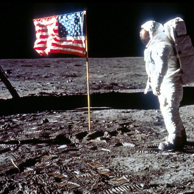 Érdekes felfedezést tettek a kutatók: az Apollo-11 felszállóegysége még mindig a Hold körül keringhet