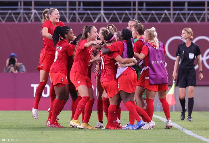 A kanadai futballcsapat ünnepel a mérkőzés után
