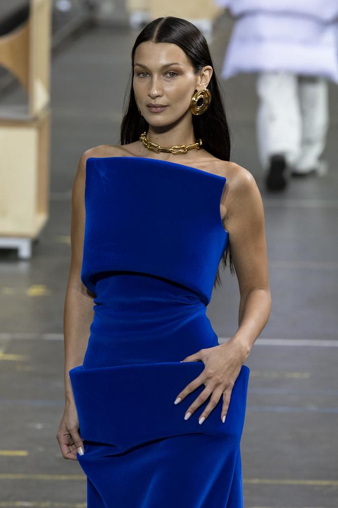 Bella Hadid nem az a szégyenlős fajta, már megszokhattuk tőle, hogy nem riad vissza a merész és kihívó öltözékektől