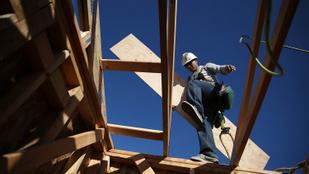 Ellenőriznek az építőiparban: több százezres bírságra is számítani lehet
