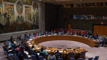 Az ENSZ BT nem küld békefenntartókat Afganisztánba, helyette aggódik és reménykedik