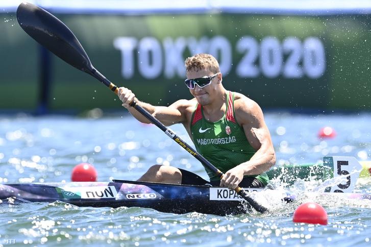 Kopasz Bálint a férfi kajak egyesek 1000 méteres versenyének döntőjében a tokiói nyári olimpián a Sea Forest Kajak-kenu Pályán 2021. augusztus 3-án