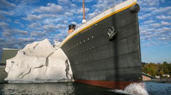 Leszakadt a jéghegy a Titanic-kiállításon
