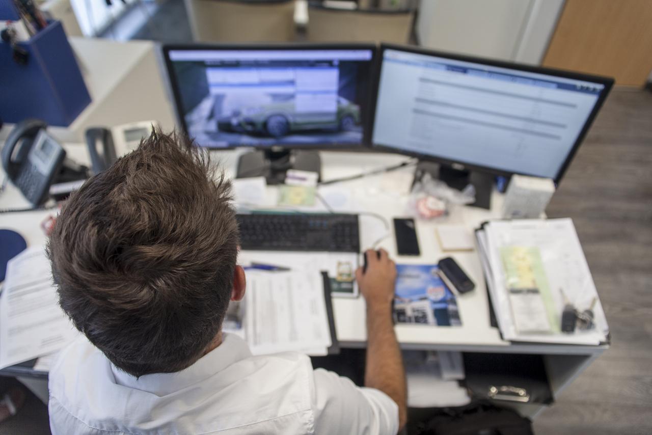 Itt készíted el a munkalapot, amire felkerülnek az ügyfél és az autó adatai, az ügyfél kérései, az autó által produkált szimptómák. Sok múlik ezen, hisz a szerelő kollégák és az ügyfél között a munkalap a kommunikációs csatorna.