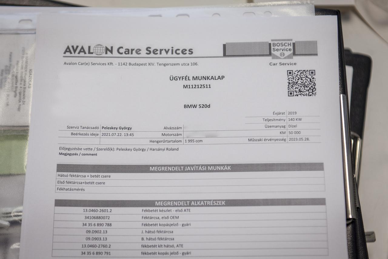 A munkalapon található egy QR-kód is, ami annak az egyedi azonosítója.