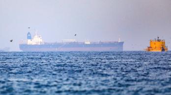 Elraboltak egy szállítóhajót az Ománi-öbölben