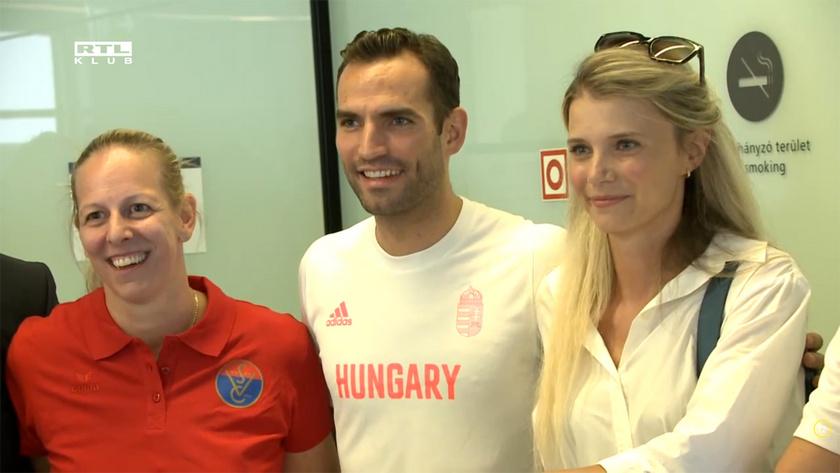 A Rióban olimpiai bajnokká vált Szász Emese vívó, Szilágyi Áron és a felesége.